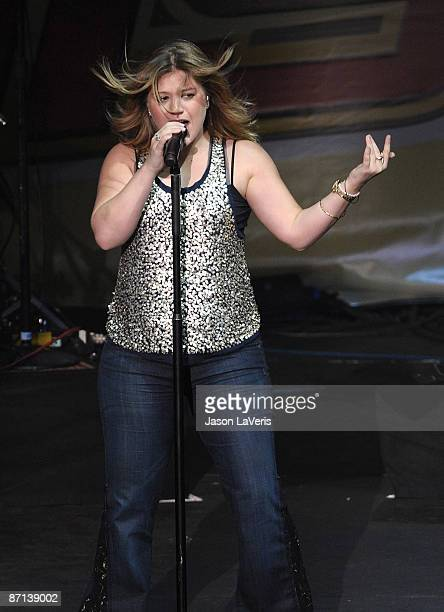 Kelly Clarkson performs onstage at 1027 KIISFM's Wango Tango at Verizon Wireless Amphitheater on May 9 2009 in Irvine California