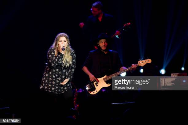 Kelly Clarkson performs onstage at CocaCola Roxy on December 12 2017 in Atlanta Georgia