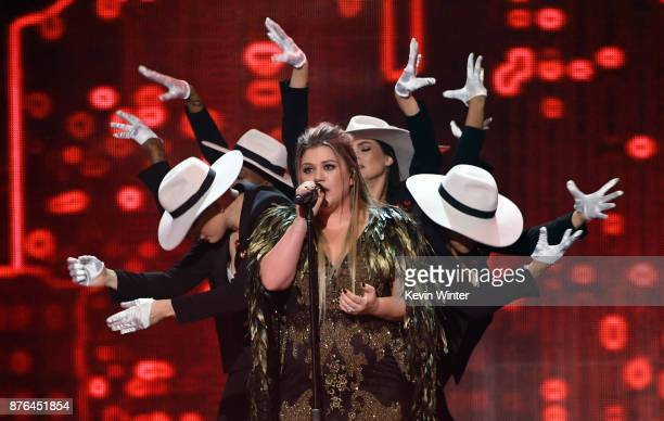 Kelly Clarkson performs onstage during the 2017 American Music Awards at Microsoft Theater on November 19 2017 in Los Angeles California