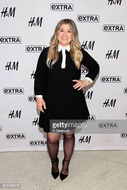 Kelly Clarkson visits Extra at their New York studios at HM in Times Square on October 4 2016 in New York City