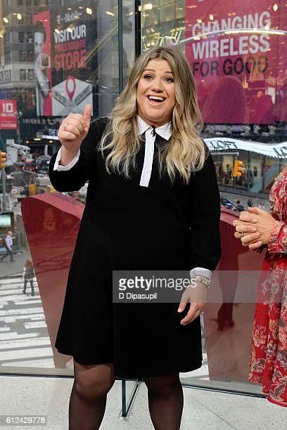 Kelly Clarkson visits 'Extra' at their New York studios at HM in Times Square on October 4 2016 in New York City