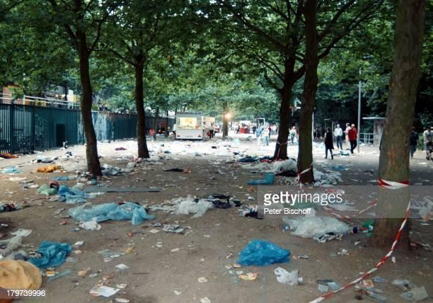 Kelly Family nach demKonzert Müll OpenAirKonzert BremerWeser Stadion Fans
