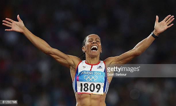 Kelly Holmes of Great Britain celebrates as she crosses the finish line to win gold in the women's 1500 metre final on August 28 2004 during the...