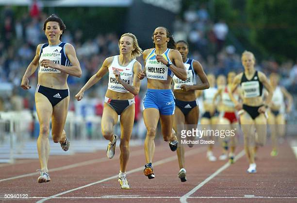 Kelly Holmes of Great Britain finishes in second place behind Irina Lishchinska of Ukraine during the women's 1500m race on June 8th 2004 at the IAAF...