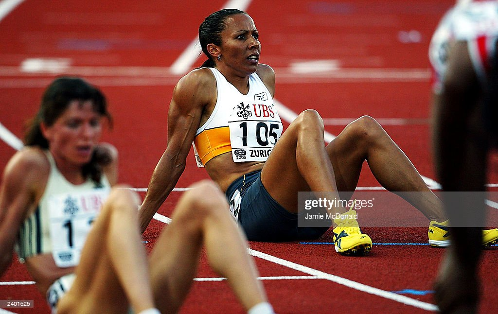 Kelly Holmes of Great Britain sits on the track : News Photo