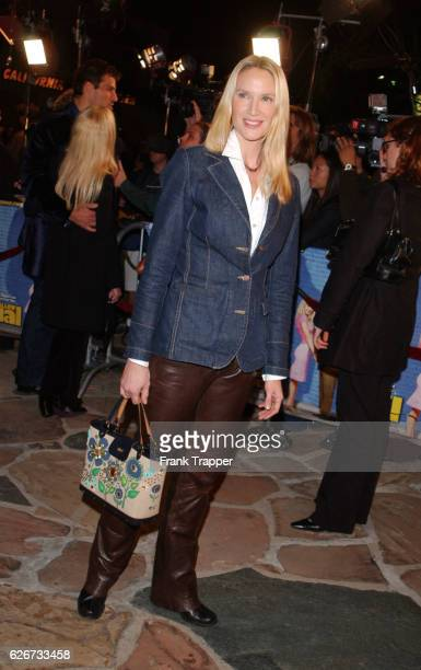 """Kelly Lynch arrives at the premiere screening of """"Shallow Hal."""""""