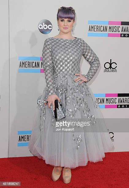 Kelly Osbourne arrives at the 2013 American Music Awards at Nokia Theatre L.A. Live on November 24, 2013 in Los Angeles, California.