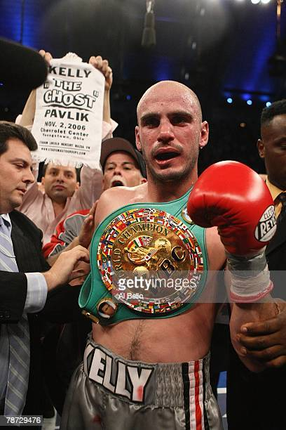 Kelly Pavlik celebrates his victory after his WBC WBO World Middleweight Championship fight against Jermaine Taylor at Boardwalk Hall on September 29...