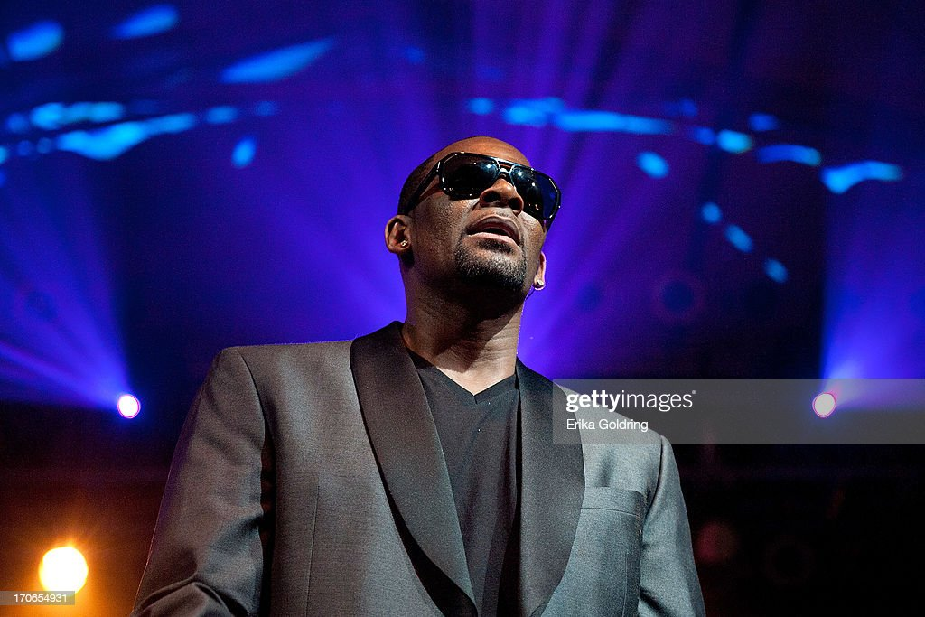 R Kelly performs as part of the Super Jam during the 2013 Bonnaroo Music & Arts Festival on June 15, 2013 in Manchester, Tennessee.