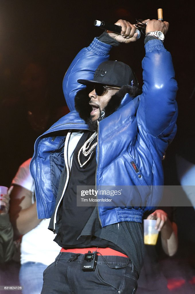R. Kelly performs at ORACLE Arena on January 15, 2017 in Oakland, California.