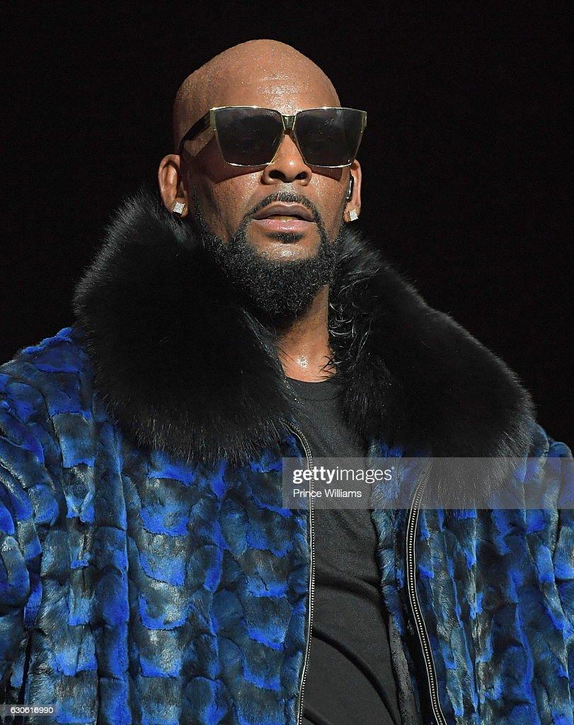 R. Kelly In Concert - Atlanta, Georgia : News Photo