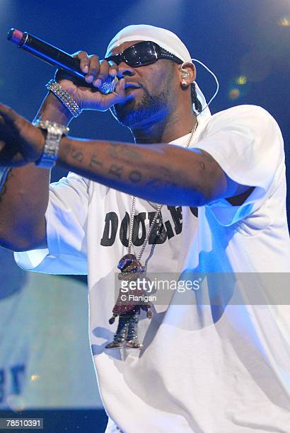 R Kelly performs live at the Oracle Arena on December 15 2007 in Oakland Ca