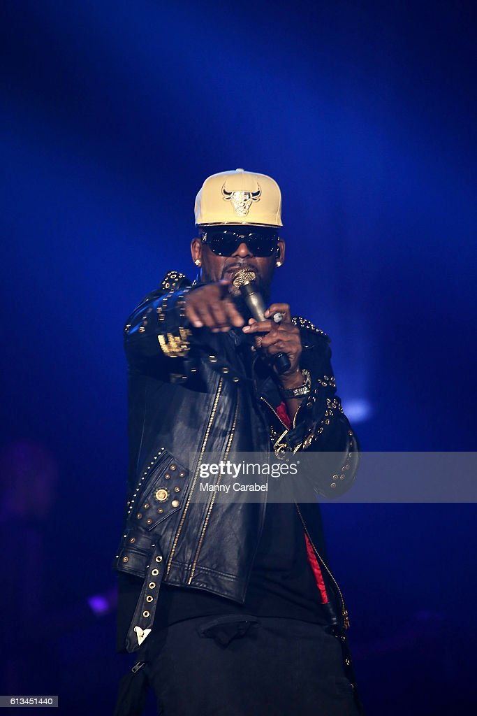 R. Kelly In Concert - Newark, New Jersey