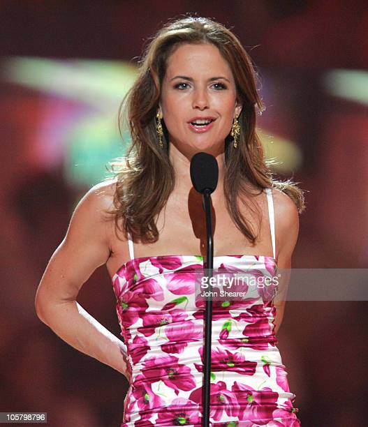 Kelly Preston introduces Toby Keith performing 'Get Drunk Be Somebody'