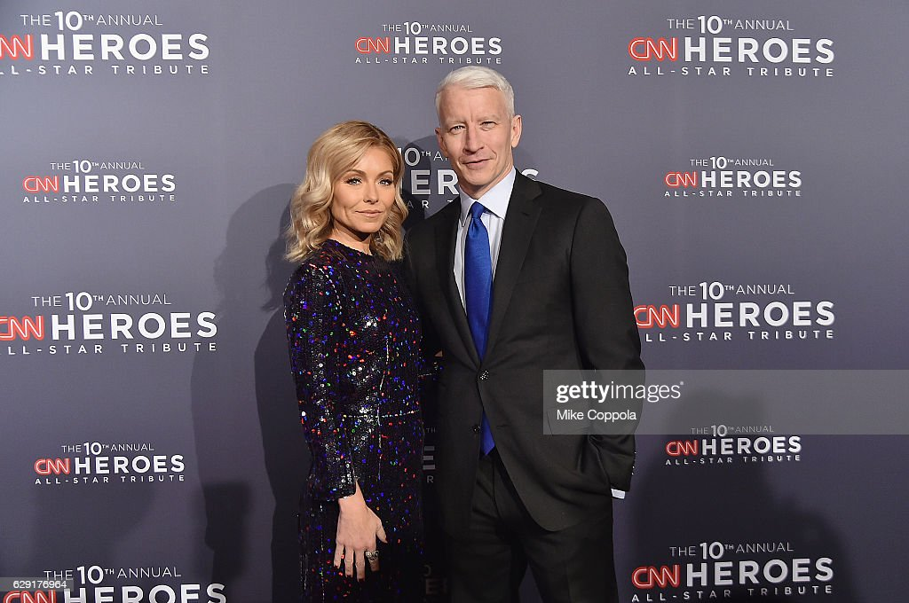 Kelly Ripa (L) and Anderson Cooper attend CNN Heroes 2016 at the American Museum of Natural History on December 11, 2016 in New York City. 26362_011