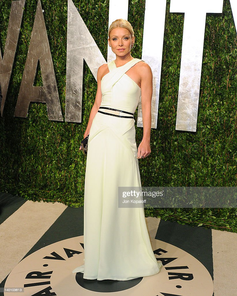 Kelly Ripa attends the 2012 Vanity Fair Oscar Party at Sunset Tower on February 26, 2012 in West Hollywood, California.