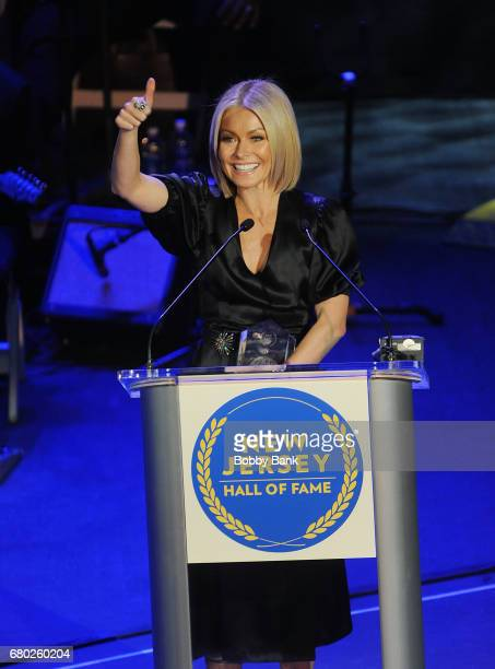 Kelly Ripa receives the Performing Arts Award at the 2017 New Jersey Hall Of Fame Induction Ceremony at Asbury Park Convention Center on May 7 2017...