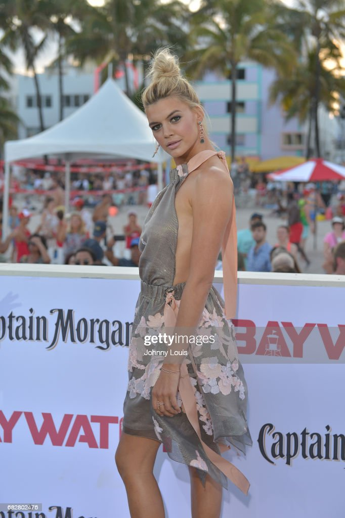 Kelly Rohrbach attends Paramount Pictures' World Premiere of 'Baywatch' on May 13, 2017 in Miami Beach, Florida.