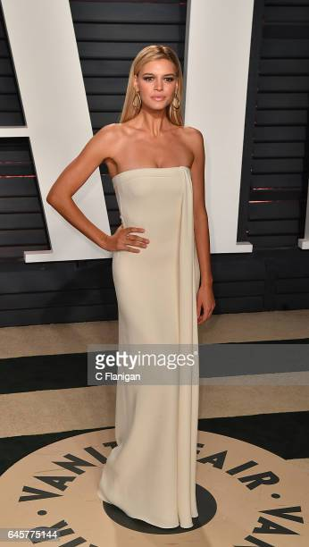 Kelly Rohrbach attends the 2017 Vanity Fair Oscar Party Hosted by Graydon Carter at the Wallis Annenberg Center for the Performing Arts on February...