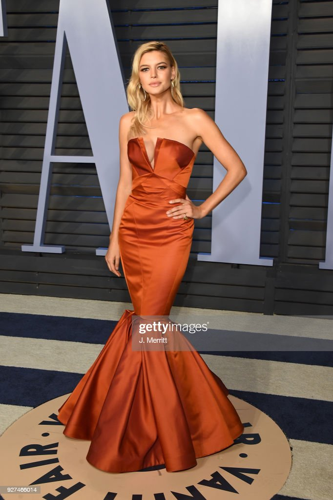 Kelly Rohrbach attends the 2018 Vanity Fair Oscar Party hosted by Radhika Jones at the Wallis Annenberg Center for the Performing Arts on March 4, 2018 in Beverly Hills, California.