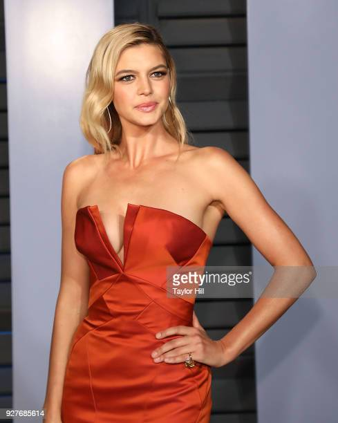 Kelly Rohrbach attends the 2018 Vanity Fair Oscar Party hosted by Radhika Jones at the Wallis Annenberg Center for the Performing Arts on March 4...