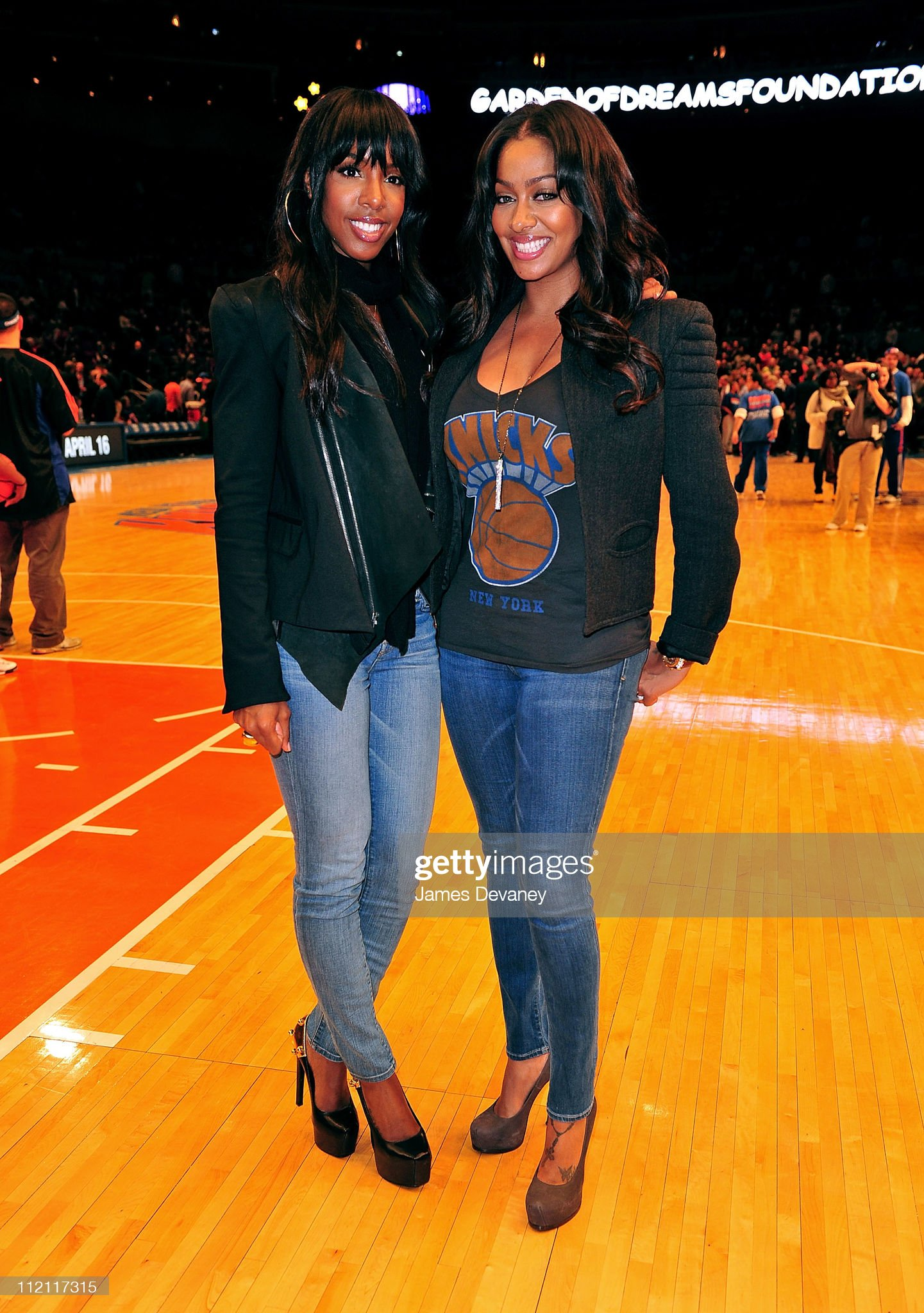 ¿Cuánto mide La La Anthony? - Real height Kelly-roland-and-lala-vazquez-attend-the-chicago-bulls-vs-new-york-picture-id112117315?s=2048x2048