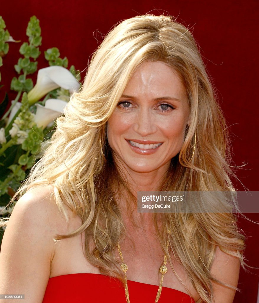 The 57th Annual Emmy Awards - Arrivals : News Photo