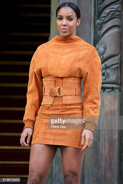 Kelly Rowland arrives at the Balmain show as part of the Paris Fashion Week Womenswear Fall/Winter 2016/2017 on March 3 2016 in Paris France