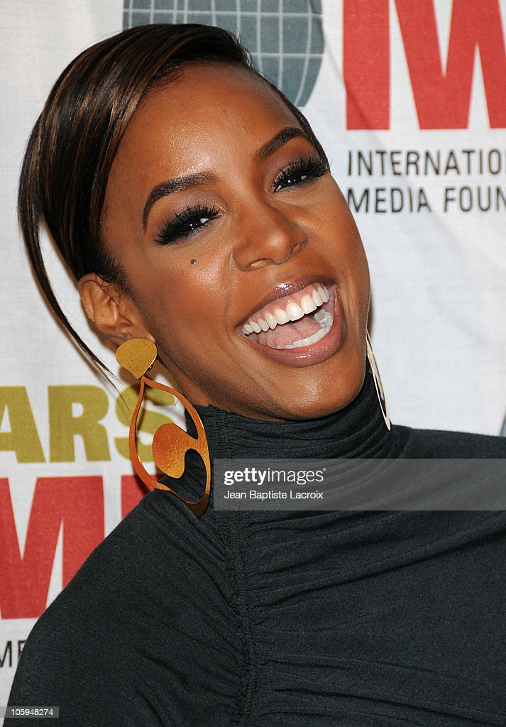 Kelly Rowland arrives at The International Women's Media Foundation's 'Courage In Journalism' awards held at Beverly Hills Hotel on October 21, 2010 in Beverly Hills, California.