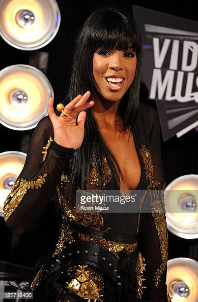 Kelly Rowland arrives at the The 28th Annual MTV Video Music Awards at Nokia Theatre LA LIVE on August 28 2011 in Los Angeles California