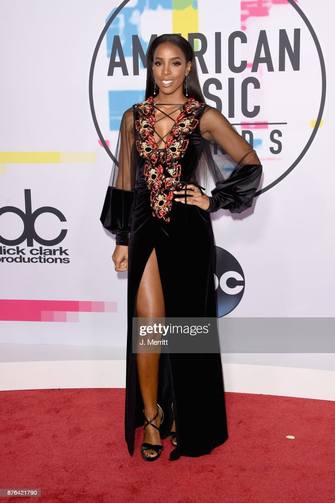 Kelly Rowland attends 2017 American Music Awards at Microsoft Theater on November 19, 2017 in Los Angeles, California.