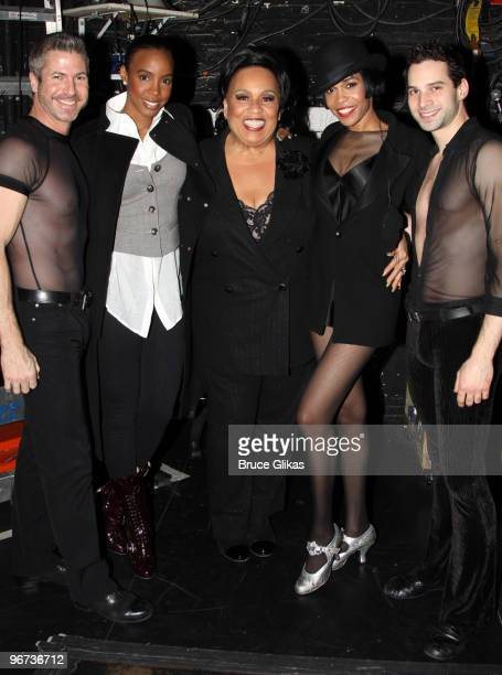 Kelly Rowland Roz Ryan and Michelle Williams pose with 2 dancers backstage at 'Chicago' on Broadway at the Ambassador Theatre on February 15 2010 in...