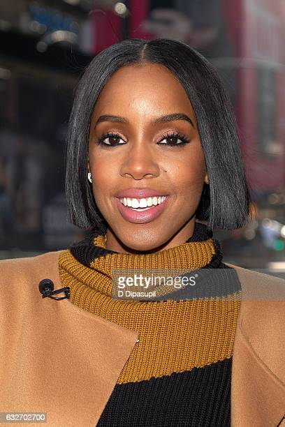 Kelly Rowland visits 'Extra' at their New York studios at the Hard Rock Cafe in Times Square on January 25 2017 in New York City