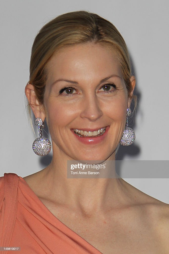 Kelly Rutherford arrives at amfAR's Cinema Against AIDS at Hotel Du Cap on May 24, 2012 in Antibes, France.