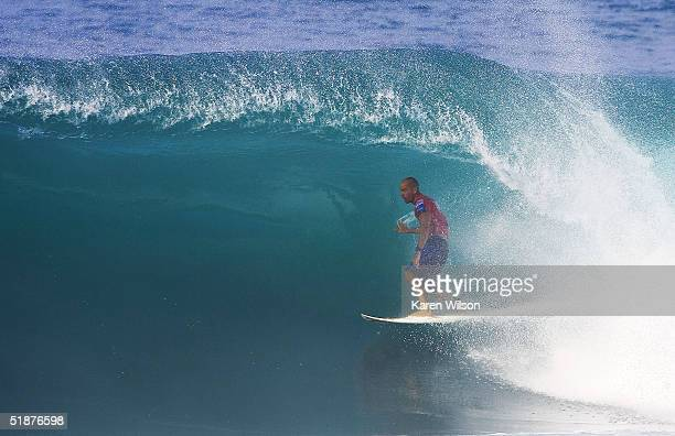 Kelly Slater of the USA surfs during the Rip Curl Pro Pipeline Masters on December 17 2004 at Pipeline off the North Shore of Oahu Hawaii The Rip...
