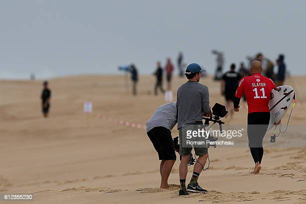 Kelly Slater walks on the beach before the first round of the Quiksilver Pro of Surfing at plage des culs nus on October 4 2016 in Hossegor France