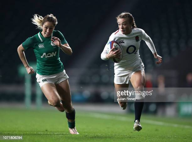Kelly Smith of England runs for the line to score a try during the Quilter International match between England Women and Ireland Women at Twickenham...