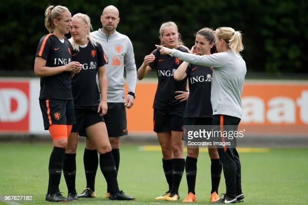 Kelly Zeeman of Holland Women Stefanie van der Gragt of Holland Women goalkeeper trainer Erskine Schoenmaker of Holland Women Desiree van Lunteren of...