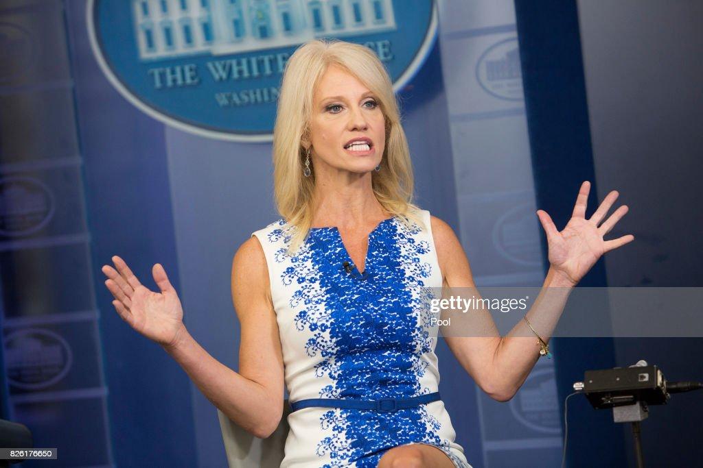 Kellyanne Conway Interviewed at the White House : Foto jornalística