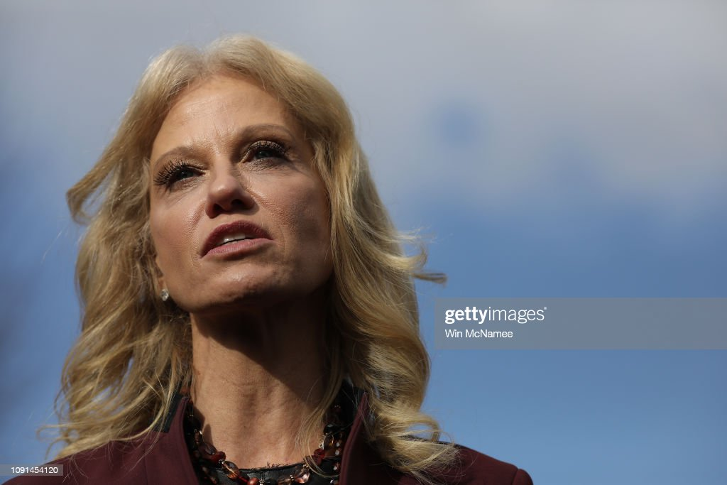 Kellyanne Conway Briefs Press Ahead Of President Trump's Speech To Nation : Foto jornalística