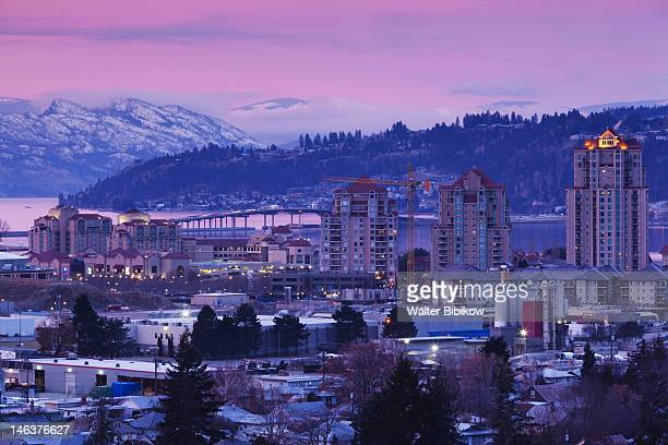 kelowna, elevated town view - thompson okanagan region british columbia stock pictures, royalty-free photos & images