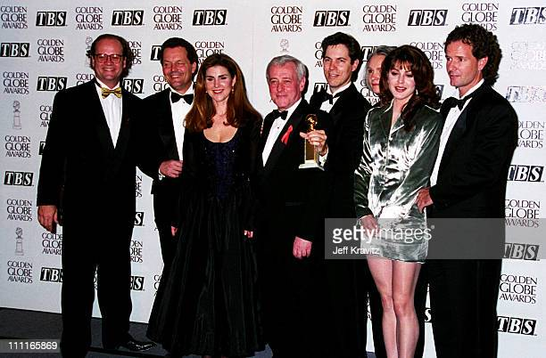 Kelsey Grammer Peri Gilpin John Mahoney and Jane Leeves the cast of 'Frasier'