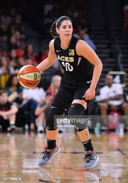 Kelsey Plum of the Las Vegas Aces dribbles against the New York Liberty during their game at the Mandalay Bay Events Center on August 15 2018 in Las...
