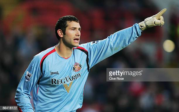 Kelvin Davis the Sunderland Goalkeeper shouts instructions during the Barclays Premiership match between Charlton Athletic and Sunderland at The...
