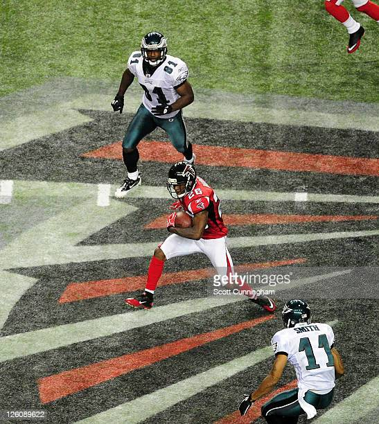 Kelvin Hayden of the Atlanta Falcons runs with an interception against the Philadelphia Eagles at the Georgia Dome on September 18 2011 in Atlanta...