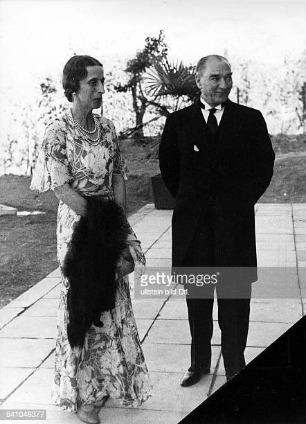 Kemal Atatuerk *12031881 Politician statesman Turkey with the Swedish crown princess October 1934 Photographer Alfred Eisenstaedt Vintage property of...