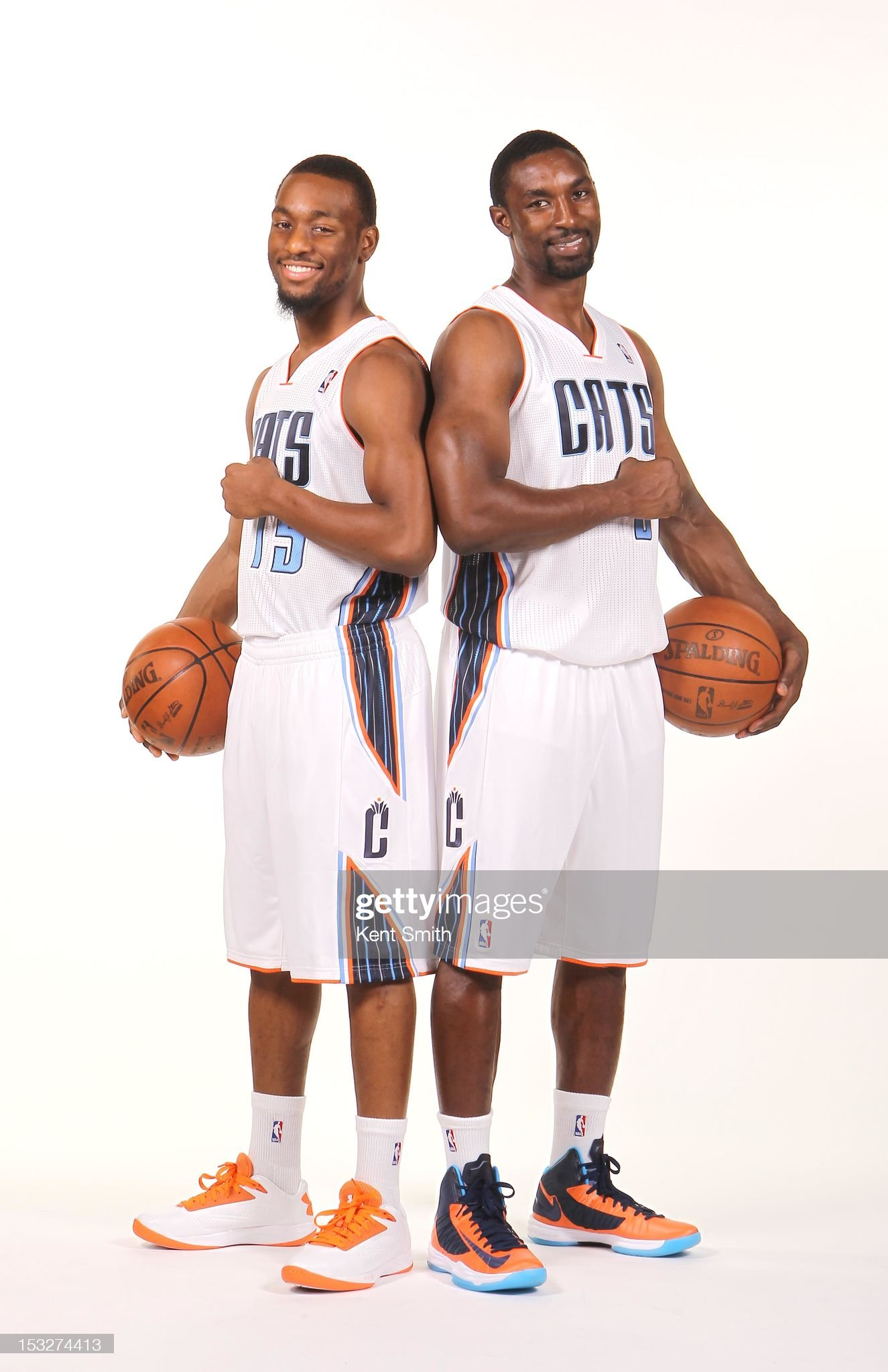 ¿Cuánto mide Kemba Walker? - Altura - Real height Kemba-walker-and-ben-gordon-of-the-charlotte-bobcats-pose-for-a-the-picture-id153274413?s=2048x2048