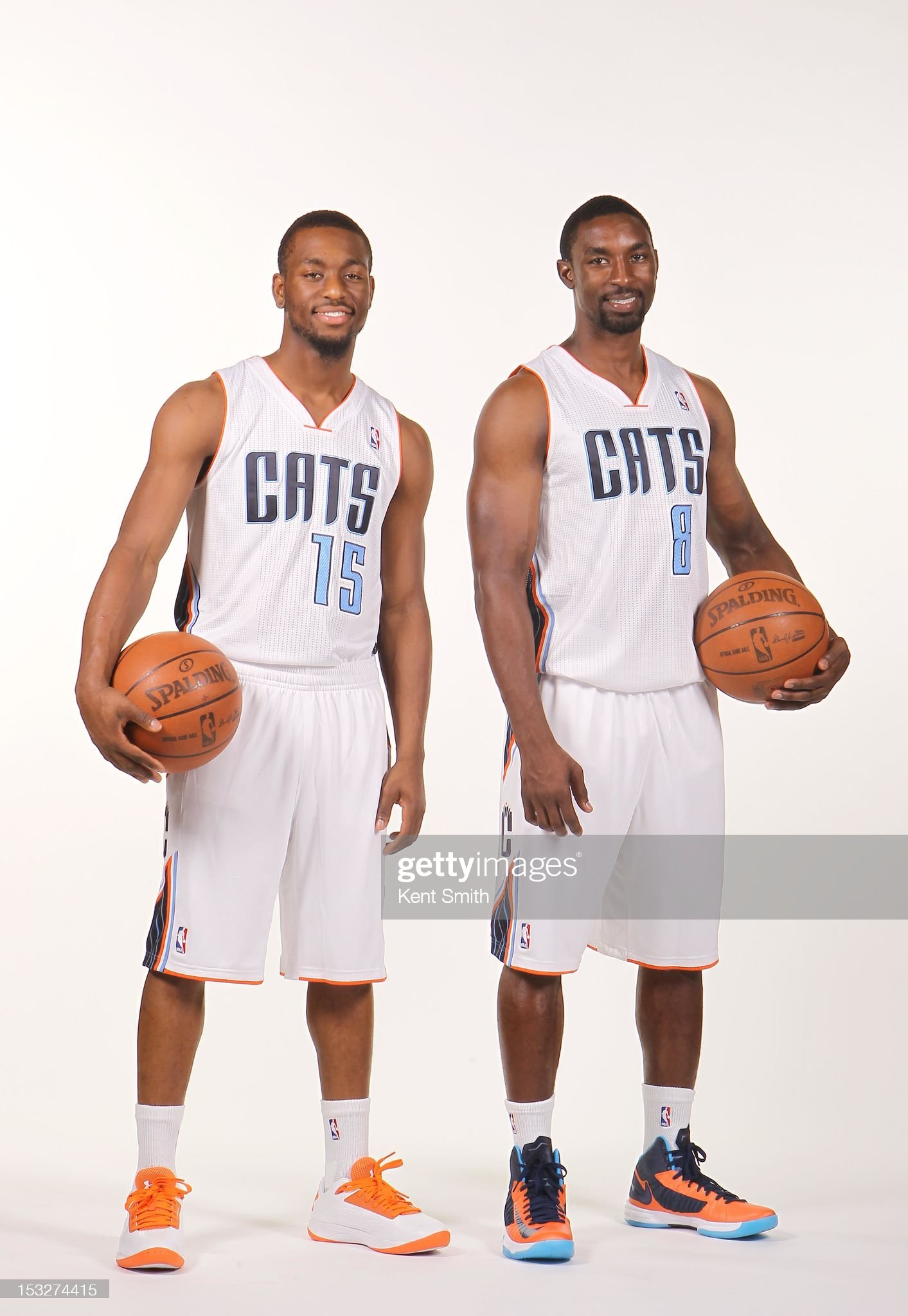 ¿Cuánto mide Kemba Walker? - Altura - Real height Kemba-walker-and-ben-gordon-of-the-charlotte-bobcats-pose-for-a-the-picture-id153274415?s=2048x2048