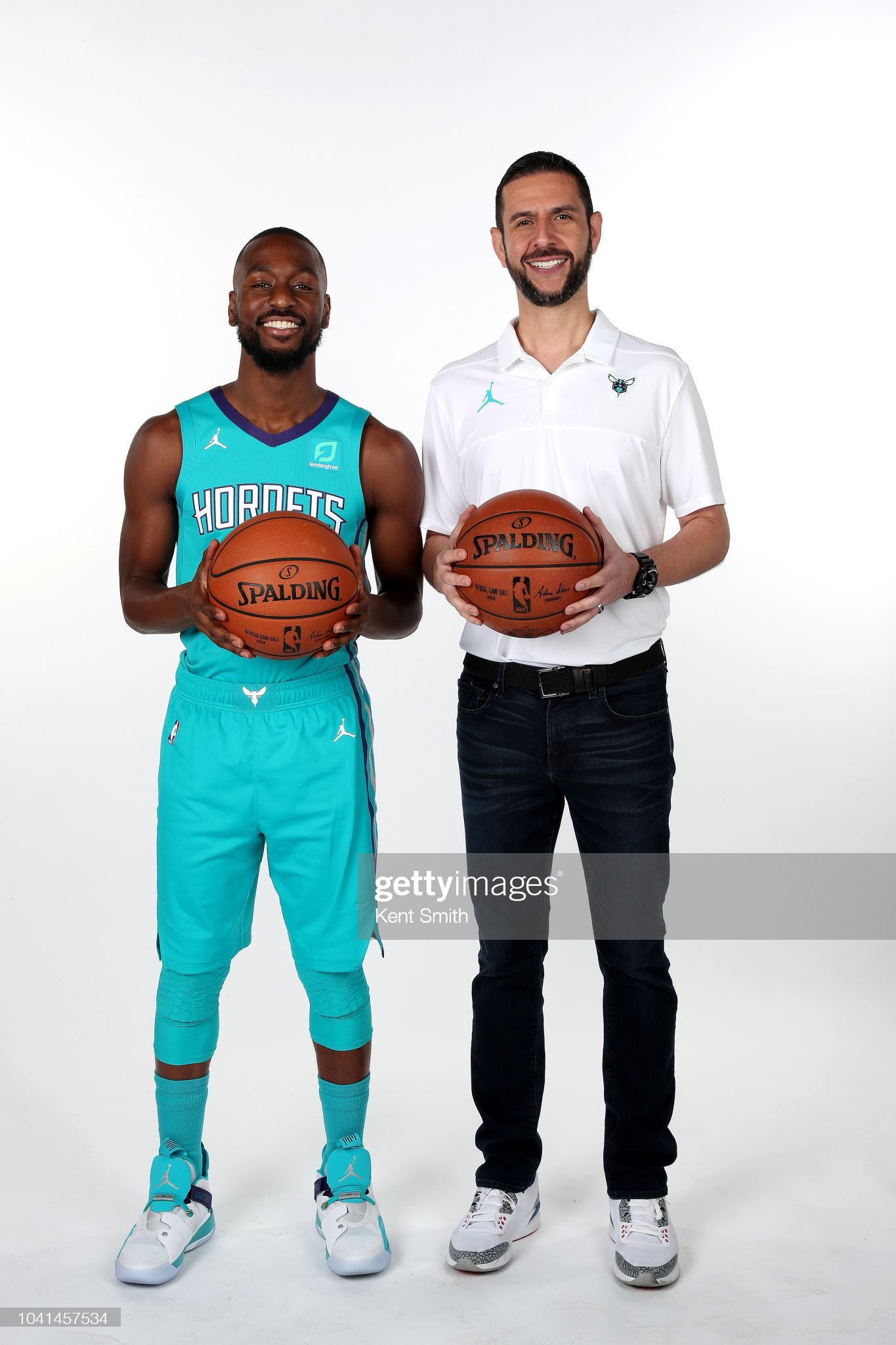 ¿Cuánto mide Kemba Walker? - Altura - Real height Kemba-walker-and-head-coach-james-borrego-of-the-charlotte-hornets-picture-id1041457534?s=2048x2048