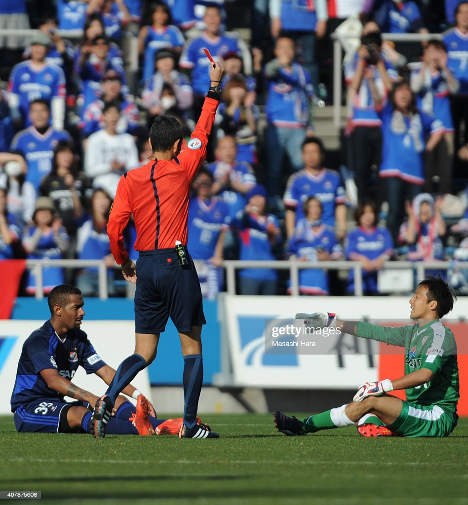 Kempei Usui #31 of Shimizu S-Pulse (R) is shown red card during the J.League Yamazaki Nabisco Cup match between Yokohama F.Marinos and Shimizu S-Pulse at Nippatsu Mitsuzawa Stadium on March 28, 2015 in Yokohama, Kanagawa, Japan.